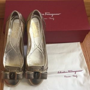 100% authentic Ferragamo Art Deco flats